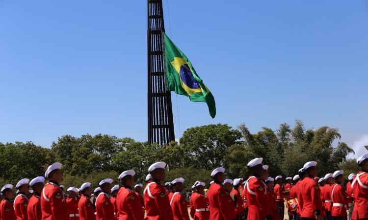 Substituição da Bandeira integra comemorações da Semana da Pátria