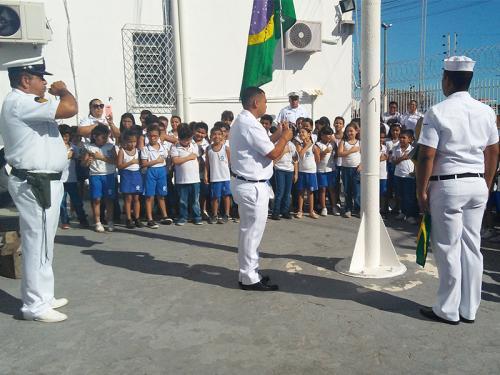 """Agência da Capitania dos Portos em Areia Branca realiza projeto """"Pátria Amada Brasil"""" no Instituto Dantas Monteiro, no RN"""
