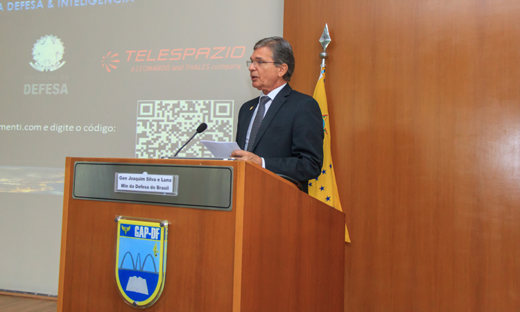 Brasil e Itália debatem tecnologia espacial