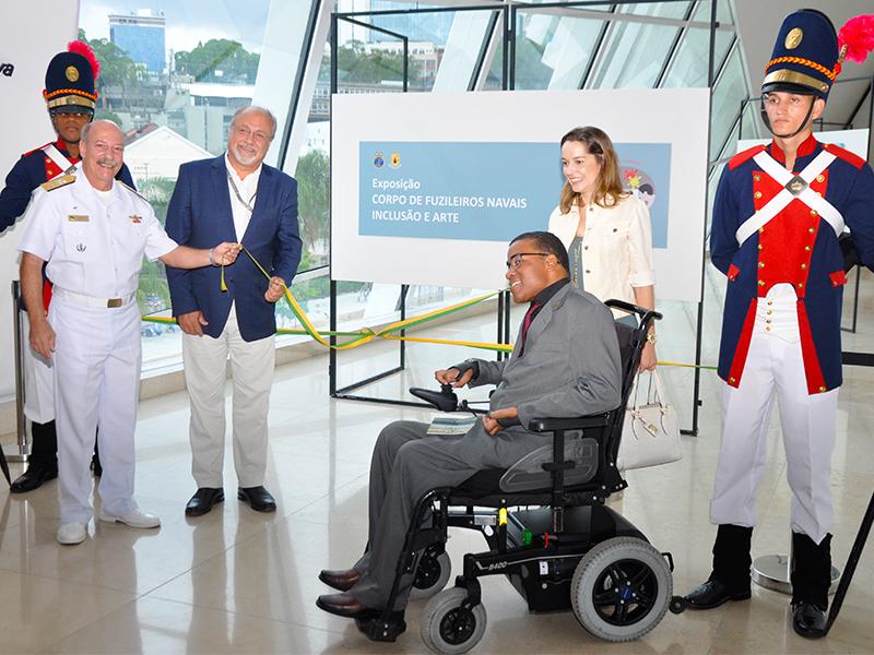 """CGCFN inaugura exposição """"Corpo de Fuzileiros Navais, Inclusão e Arte"""" no Museu do Amanhã"""