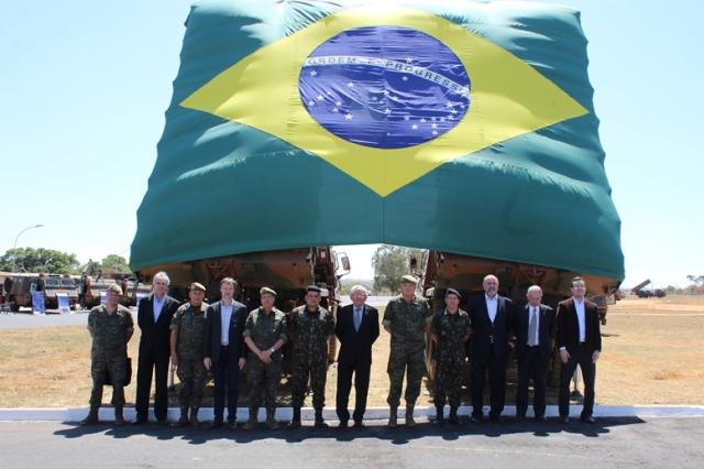 Comitiva do Exército da Espanha visita o Brasil para conhecer o funcionamento do Sistema Astros 2020