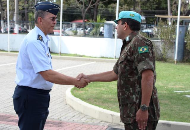 Centro Conjunto de Operações de Paz do Brasil recebe visita da Escola Superior de Guerra da Colômbia