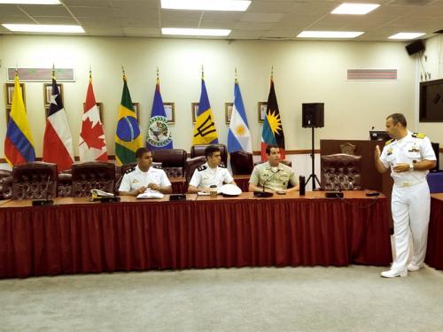 Comando-Geral do Corpo de Fuzileiros Navais proporciona intercâmbio a Aspirantes Fuzileiros Navais da Escola Naval