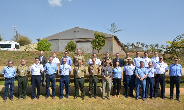 Comitiva visita a Companhia Brasileira de Metalurgia e Mineração