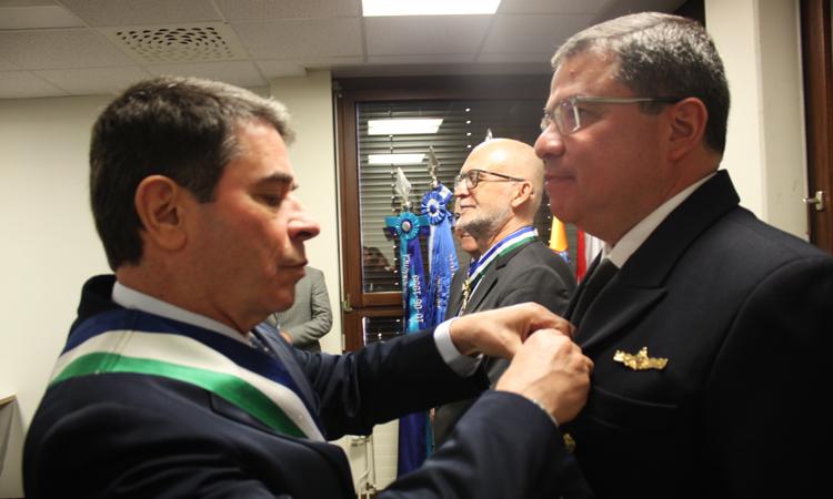 Diplomatas e militares são condecorados em Genebra