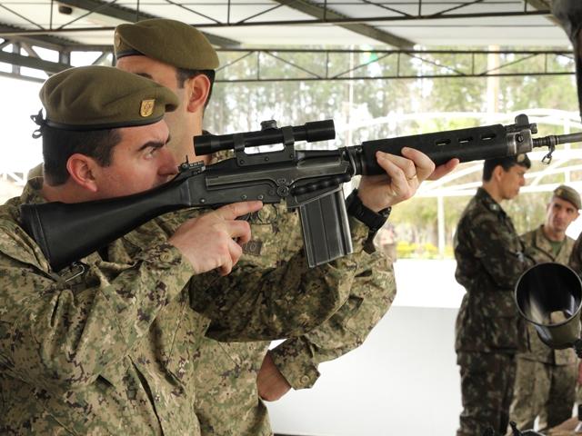 Escola de Comando e Estado-Maior do Exército Nacional do Uruguai visita Unidades de Santa Maria