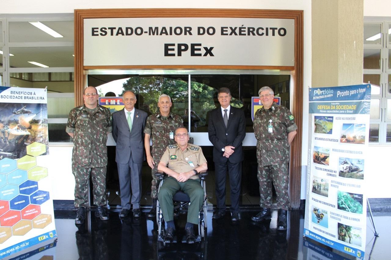 Escritório de Projetos recebe General Villas Bôas para discutir futuros desafios do Portfólio Estratégico
