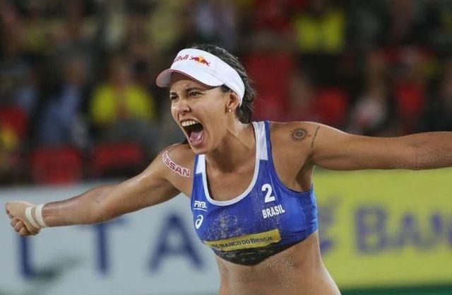 Federação Internacional de Vôlei elege atleta do Exército como melhor jogadora de Vôlei de Praia do mundo