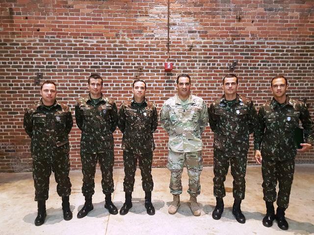 Militares brasileiros concluem Curso de Aperfeiçoamento de Sargentos nos EUA