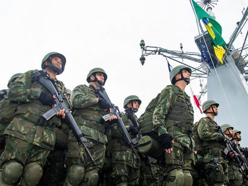 Militares da Força de Fuzileiros da Esquadra participam da chegada do PHM Atlântico