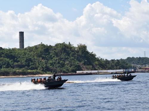 Oficiais Alunos do Curso Internacional de Estudos Estratégicos visitam o Comando do 9° Distrito Naval