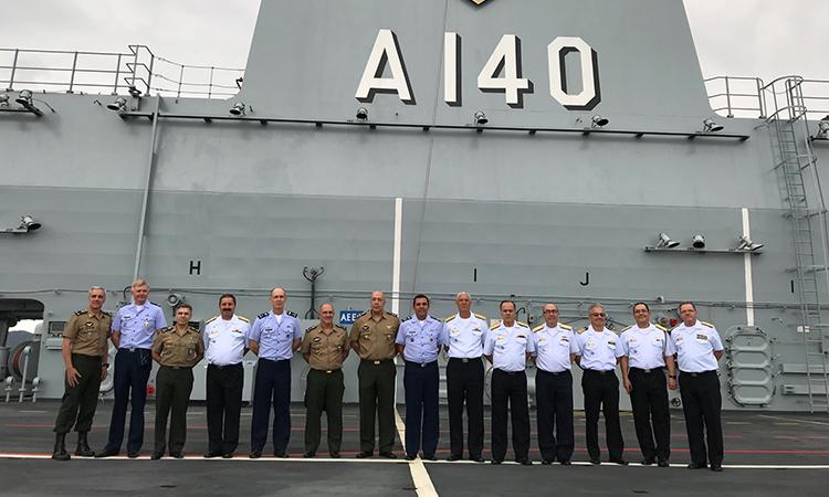 Porta-Helicópteros Multipropósito Atlântico recebe visita do EMCFA e das Forças