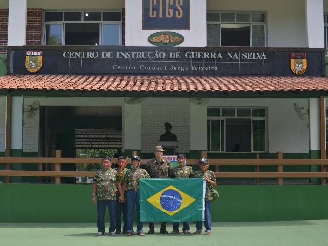 Líderes Yanomami visitam o Centro de Instrução de Guerra na Selva