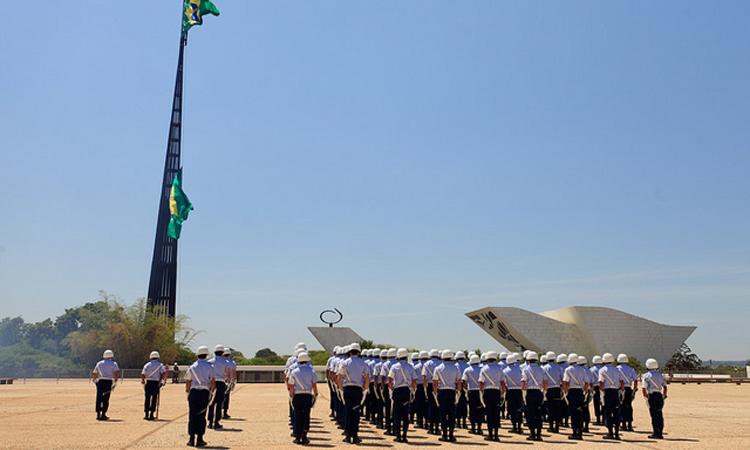 Substituição da Bandeira Nacional ocorre neste domingo sob responsabilidade da FAB