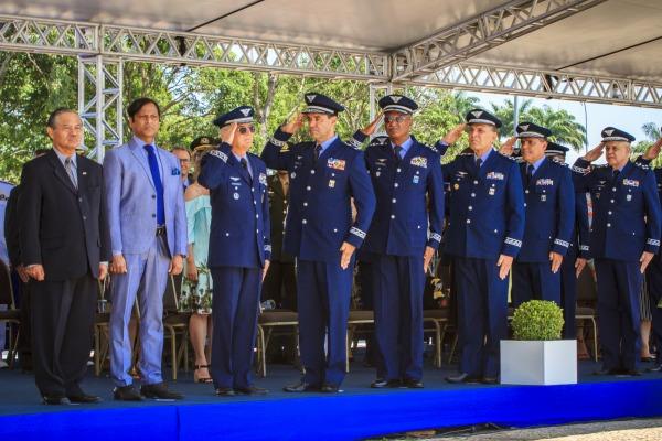 Cerimônia de substituição da Bandeira homenageia aviadores e Força Aérea Brasileira