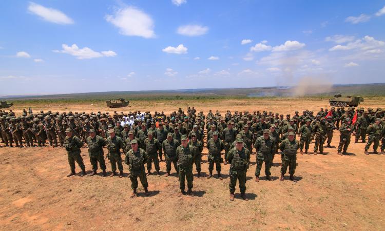 Com quase 2 mil militares, blindados, aeronaves e munição real Marinha realiza seu maior exercício no Planalto Central
