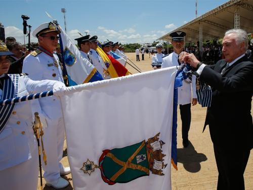 No Dia do Aviador, Comando do 4º Distrito Naval recebe condecoração Ordem do Mérito Aeronáutico em Brasília-DF