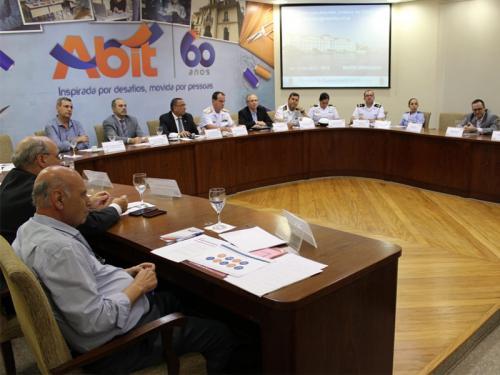 Diretoria de Abastecimento da Marinha participa de reunião com a Associação Brasileira da Indústria Têxtil e de Confecção