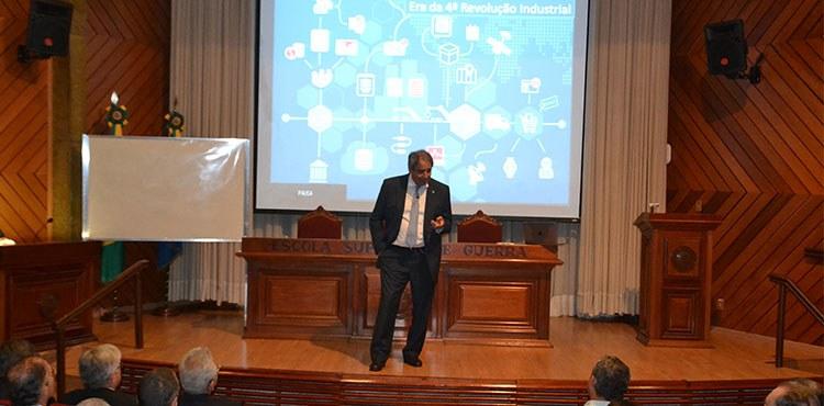 Empresário Paulo Zottolo fala sobre competitividade e gestão em palestra na ESG