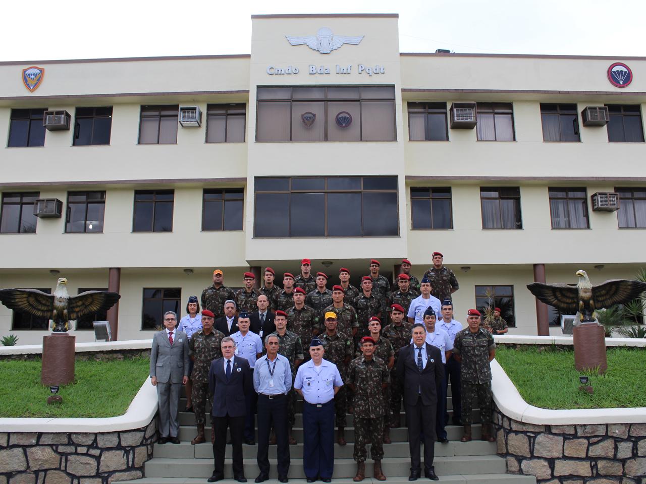 Homenagem à Força Aérea Brasileira e ao Dia do Aviador