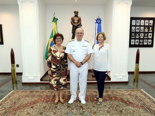 Jornalistas Eliane Cantanhêde e Tânia Monteiro são agraciadas com Ordem do Mérito Naval