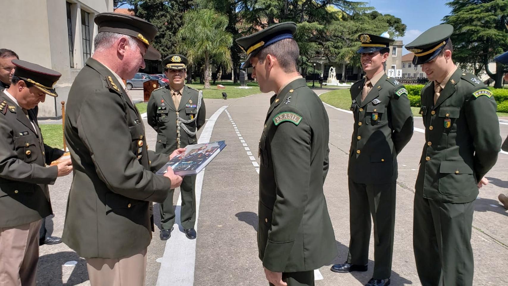 Militares Brasileiros realizam Curso de Comandantes de Subunidades no Exército da Argentina