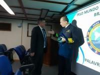 Marinha apresenta Navio
