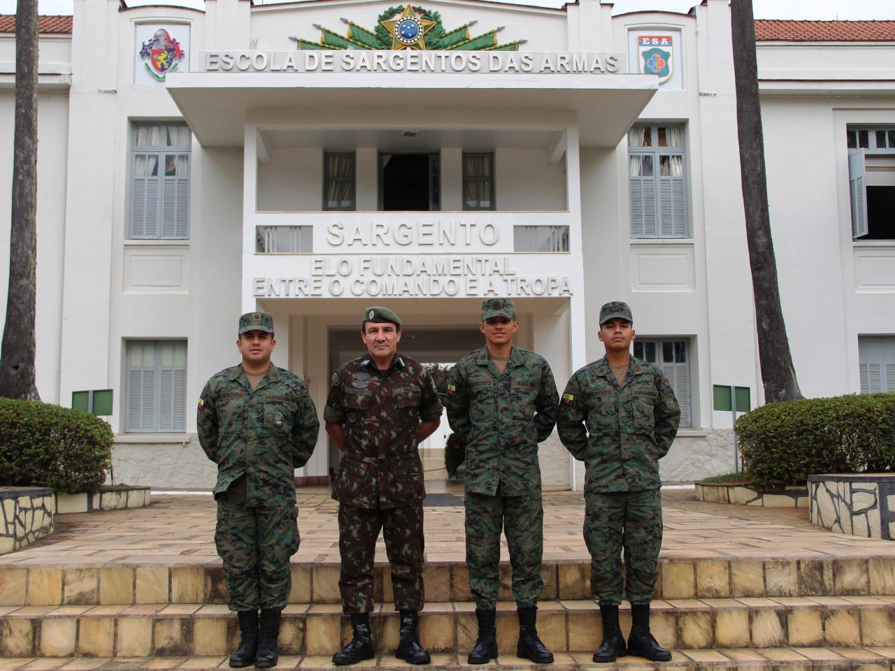 Visita da Escuela de Formación de Soldados del Ejército, da Republica do Equador