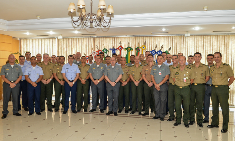 Ministério realiza Estágio para futuros Adidos de Defesa