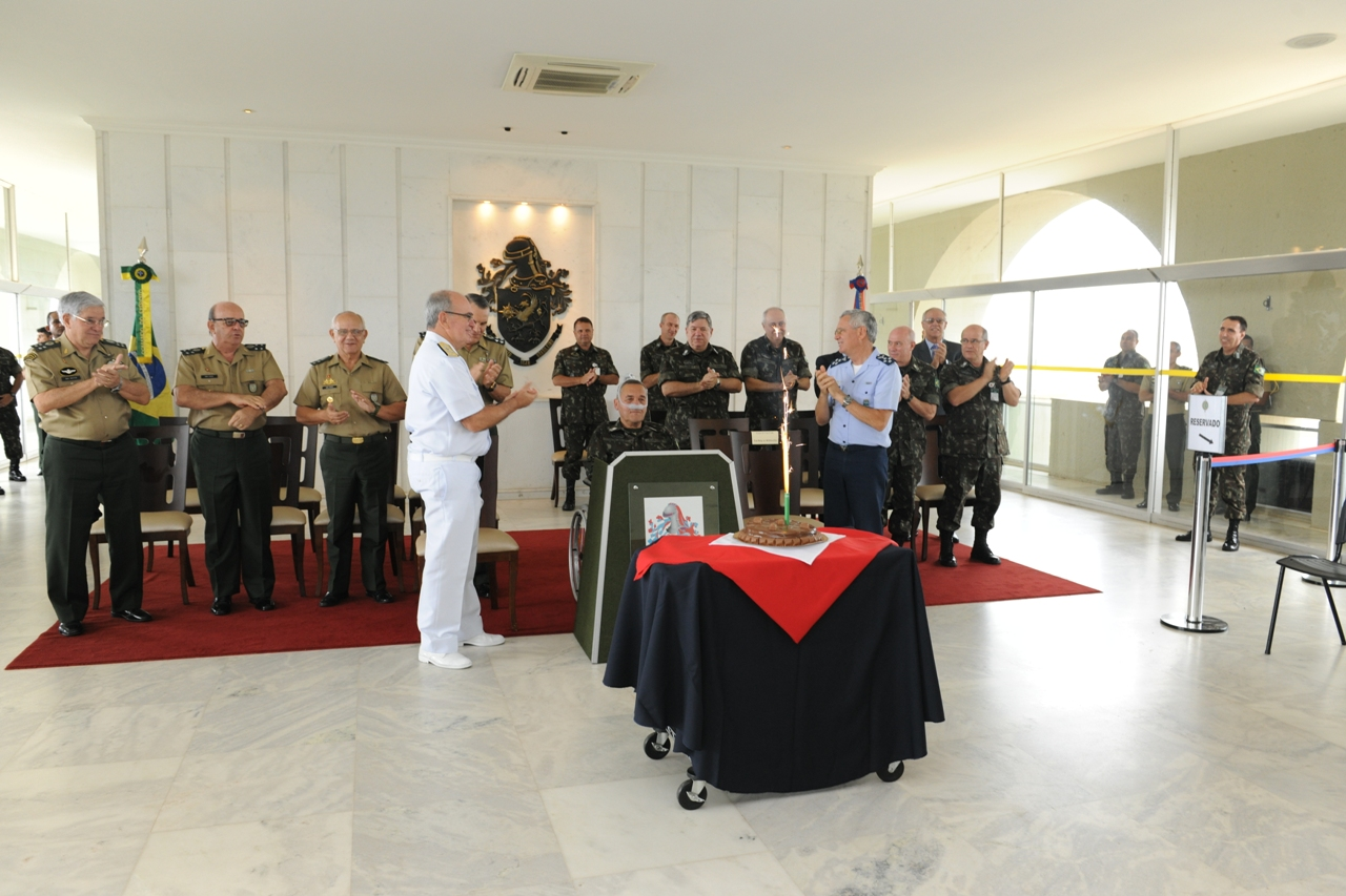 Em seu aniversário, Comandante do Exército recebe homenagens e demonstração de apreço