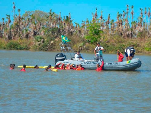 Capitania dos Portos do Piauí apoia treinamento de novos bombeiros para salvamento em rios e mares