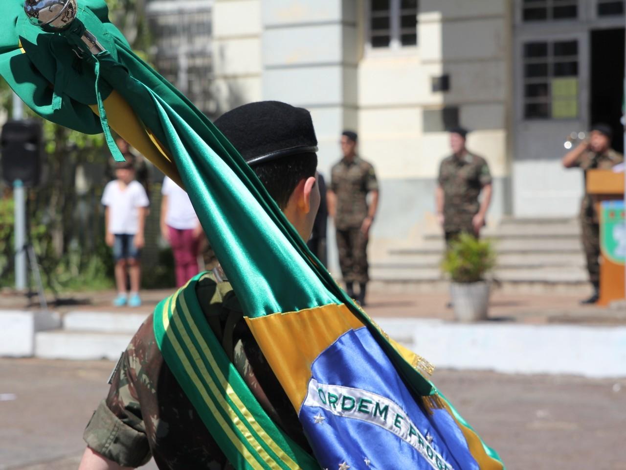 Dia da Bandeira em Santa Maria, no Rio Grande do Sul, torna-se verdadeira aula de civismo e patriotismo
