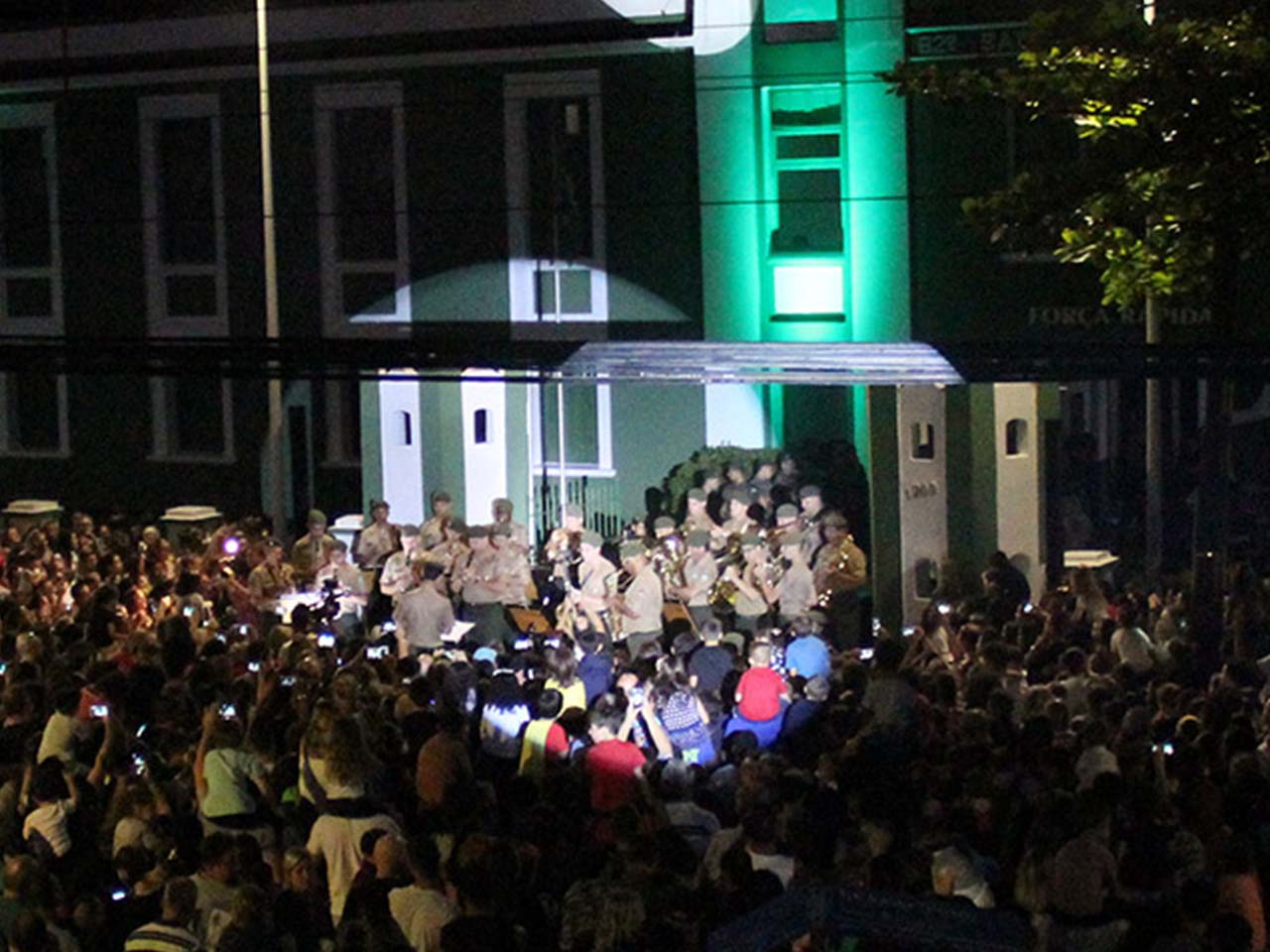No centenário de sua presença em Joinville, 62º Batalhão de Infantaria presenteia cidade com 1º Natal Luz
