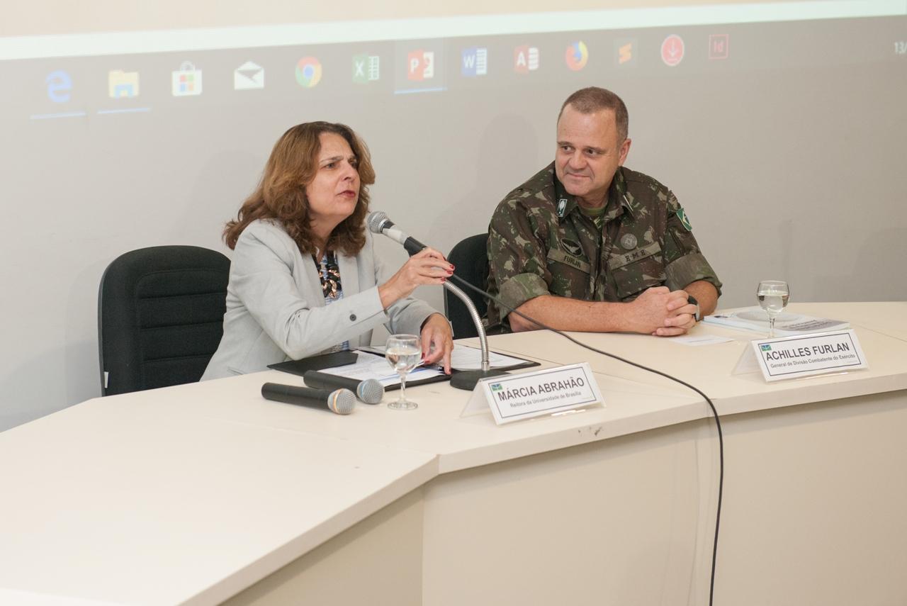 Workshop sobre reconfiguração do cenário internacional reuniu Exército e Universidade de Brasília