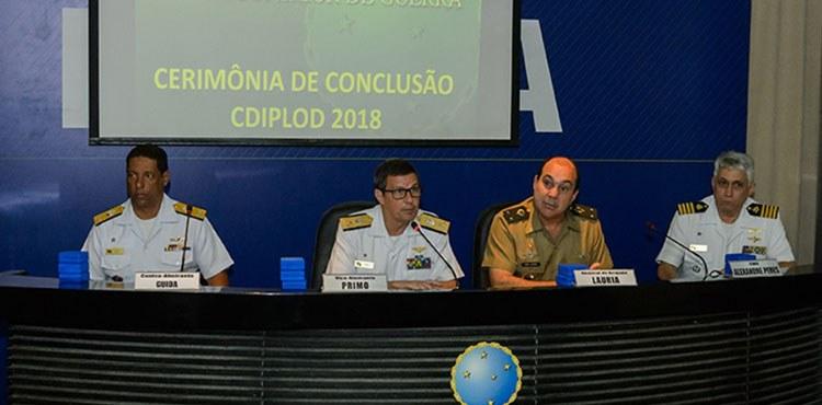 Estagiários do curso de Diplomacia de Defesa recebem certificado de conclusão