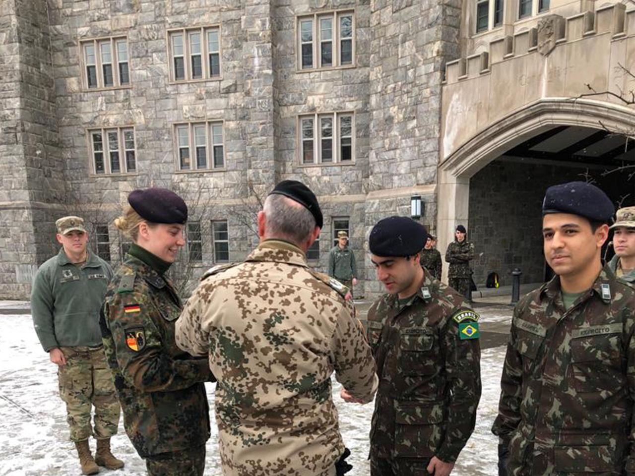 Alunos do IME são condecorados em West Point, durante intercâmbio na Academia Militar dos Estados Unidos
