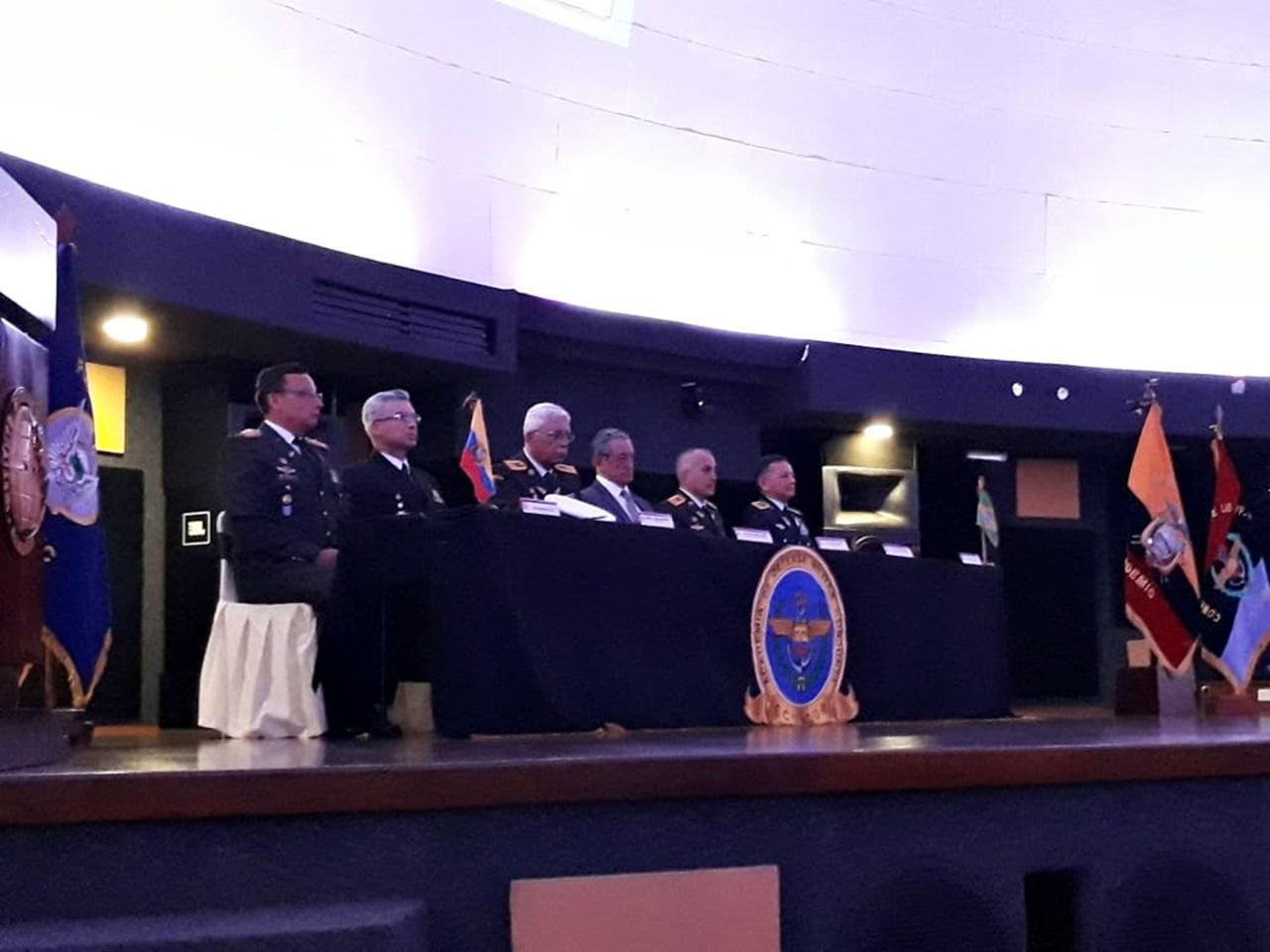 Academia de Defesa Militar Conjunta do Equador realiza cerimônia de diplomação