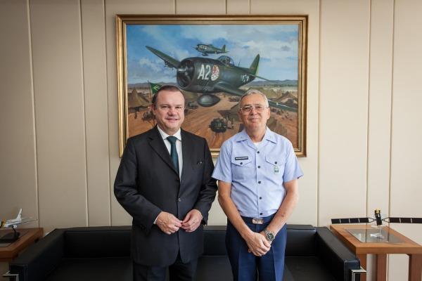 Comandante recebe visita do Senador Wellington Fagundes