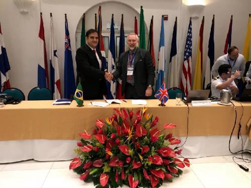 Diretoria de Hidrografia e Navegação e Serviço Hidrográfico do Reino Unido assinam acordo de cooperação