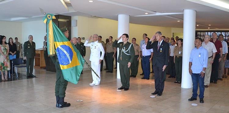 Solenidade de Entrega de Medalhas, Promoção e Despedida de Militares da ESG