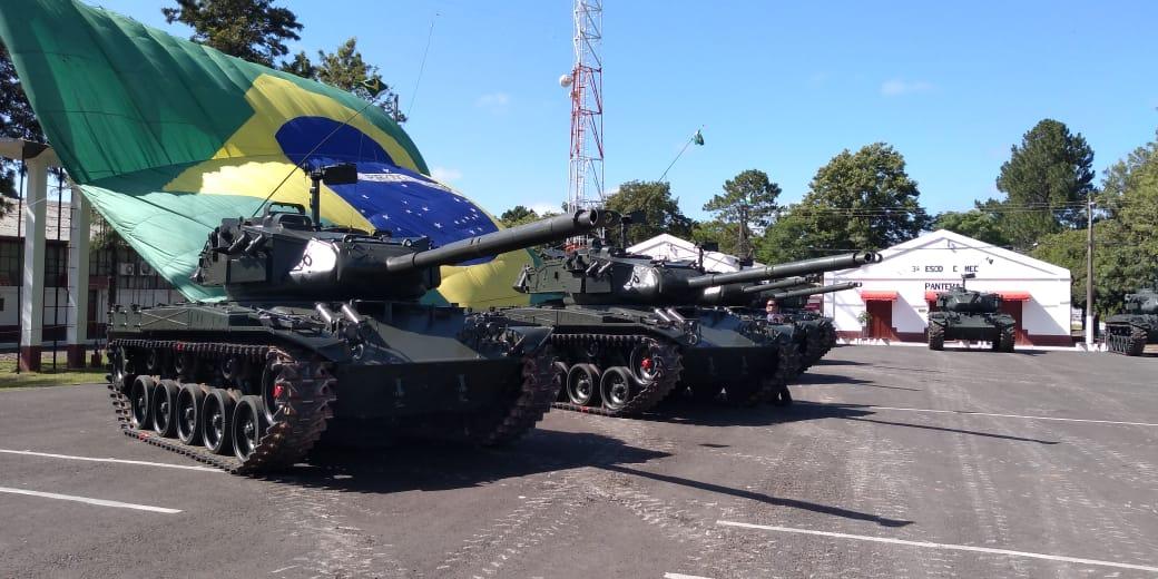 Exército Brasileiro realiza doação de viaturas blindadas de combate M41 ao Exército Uruguaio