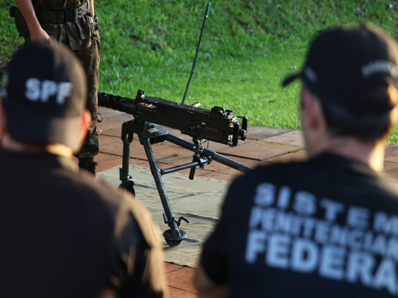 Brigada Guarani ministra instrução de armamento a agentes da Penitenciária Federal de Catanduvas