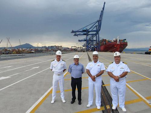 Comitiva do Comando do 8º Distrito Naval visita instalações portuárias de Paranaguá