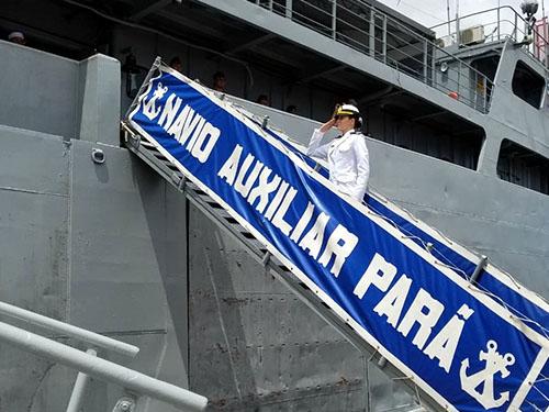 """Navio Auxiliar """"Pará"""" recebe primeira mulher oriunda da Escola Naval"""