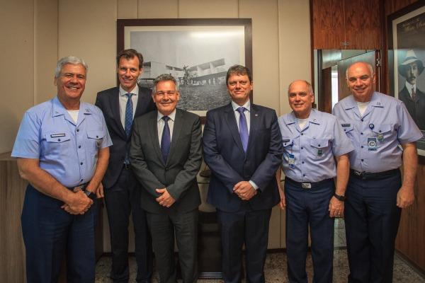 Comandante da Aeronáutica e Ministro da Infraestrutura debatem sobre futuro da aviação