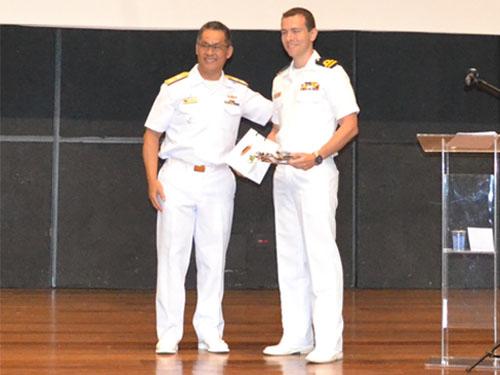 Engenharia Naval da Escola Politécnica da USP premia militar da Marinha do Brasil como melhor aluno