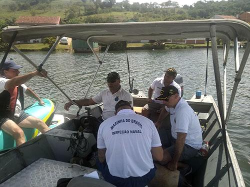 Capitão dos Portos do Rio Paraná acompanha inspeção naval durante Operação Verão