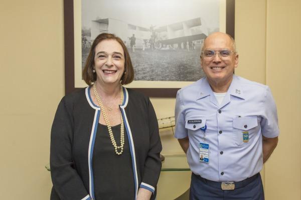Comandante da Aeronáutica recebe representante da UNESCO no Brasil