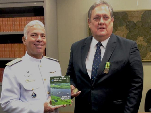 Comando do 6º Distrito Naval condecora desembargador com Medalha Mérito Tamandaré