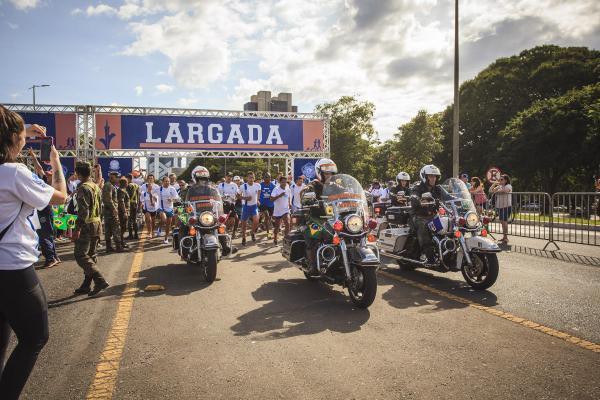Corrida para a Paz 2019 ocupa Eixão Sul de Brasília (DF)
